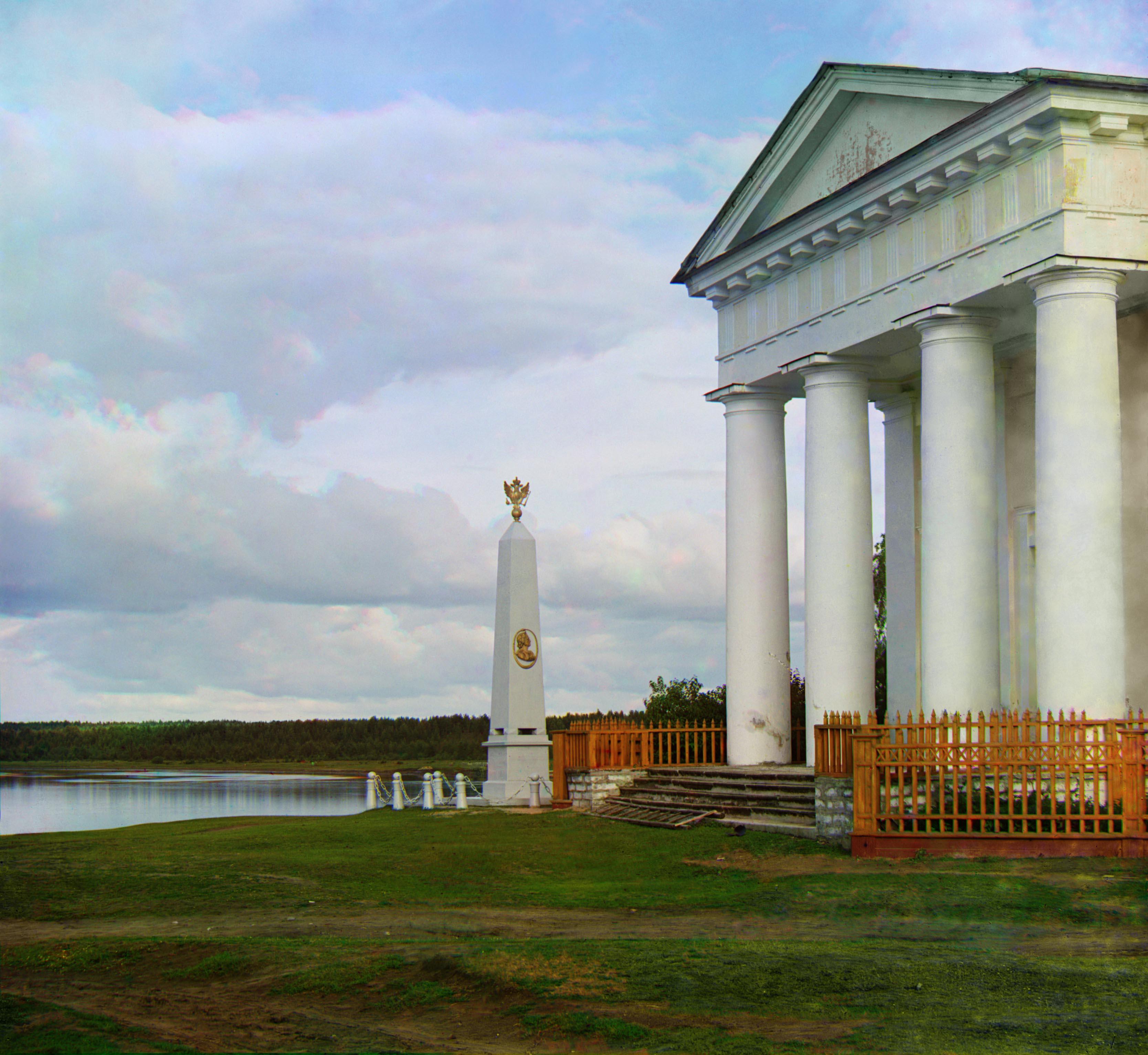 Вертикальные памятники Лодейное Поле Эконом памятник Купола с профильной резкой Сухиничи